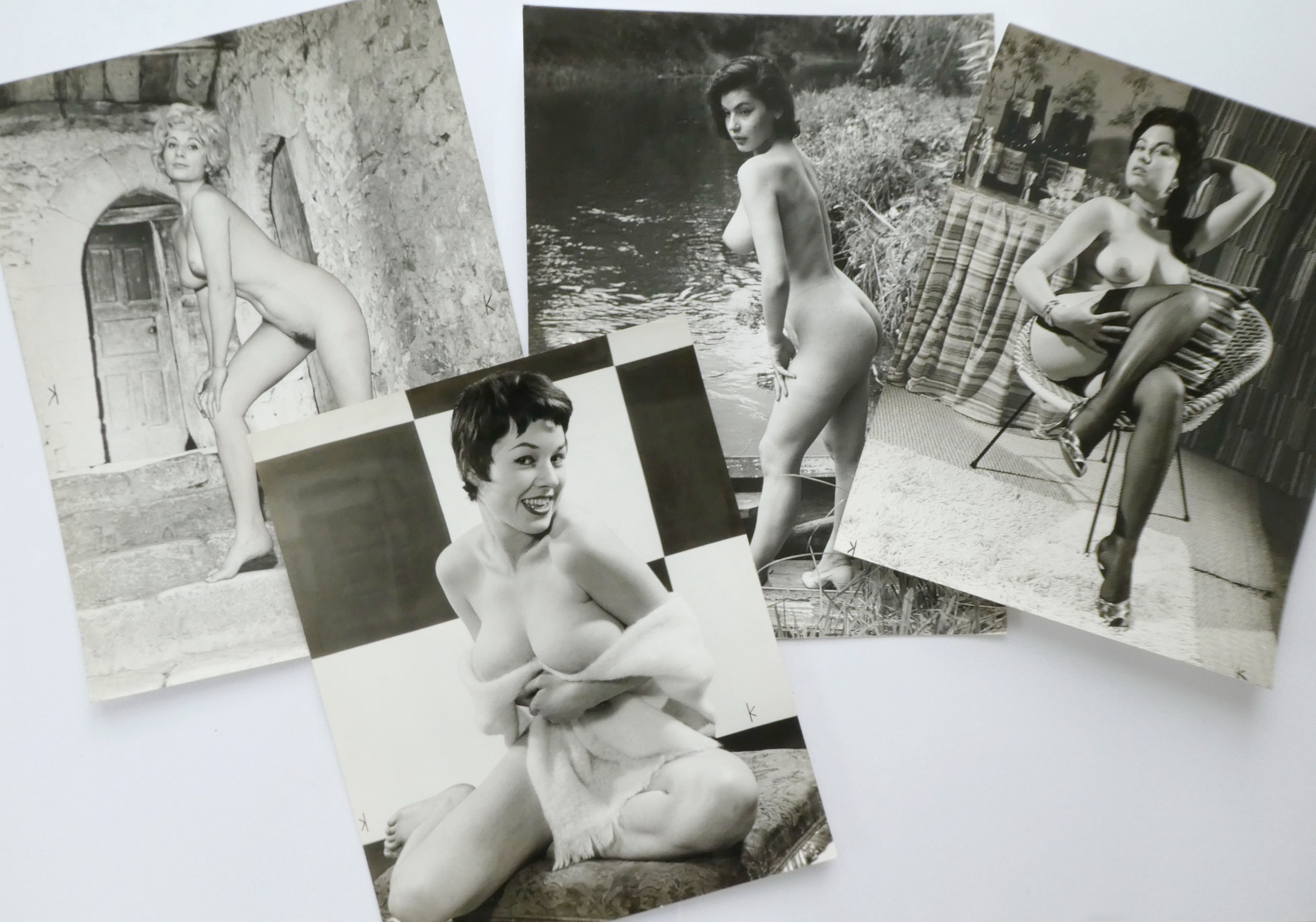 Pinup/glamour photos in large format, many by famous photographers
