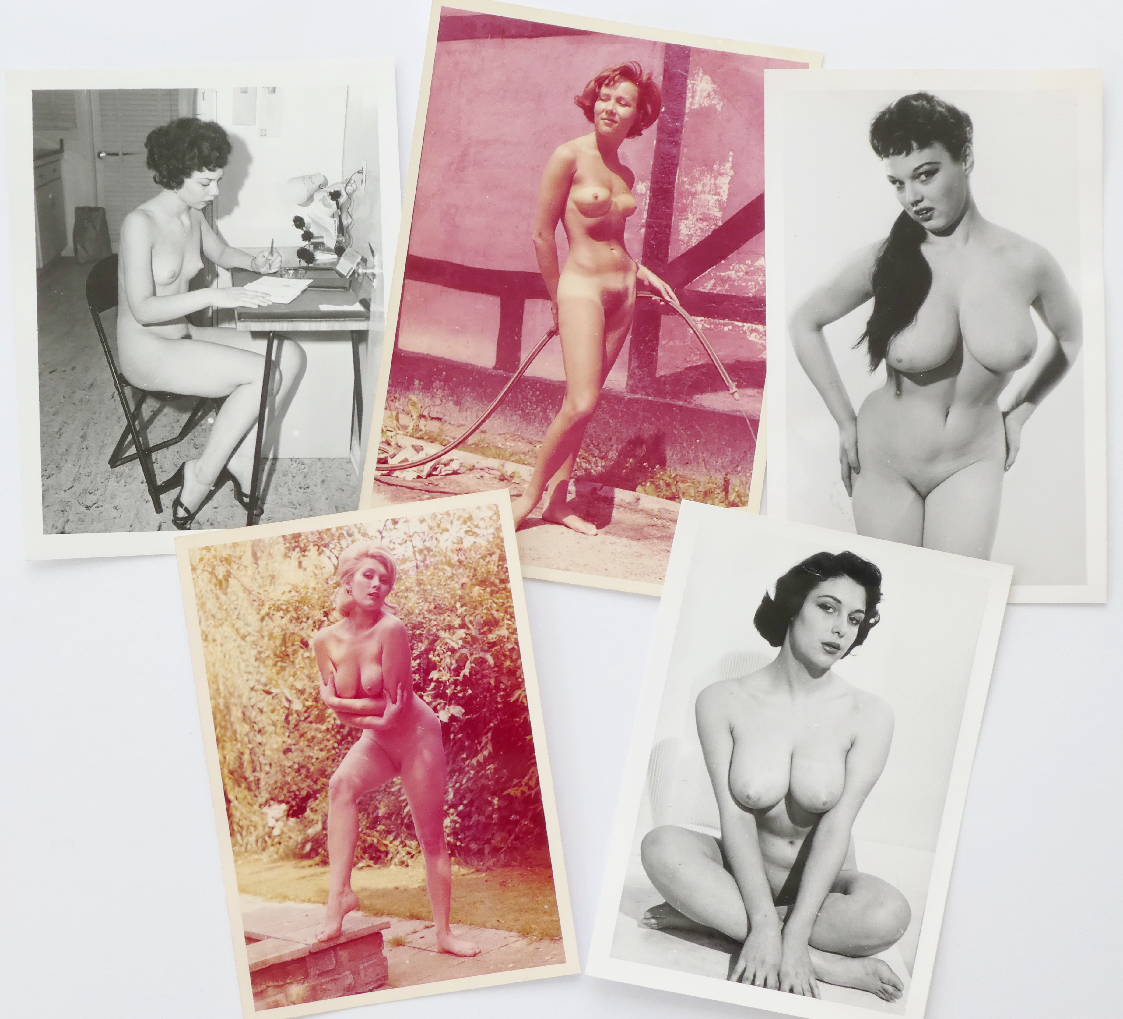 Pinup/glamour photo sets in pocket format, as well as colour slides. Many well-known models.